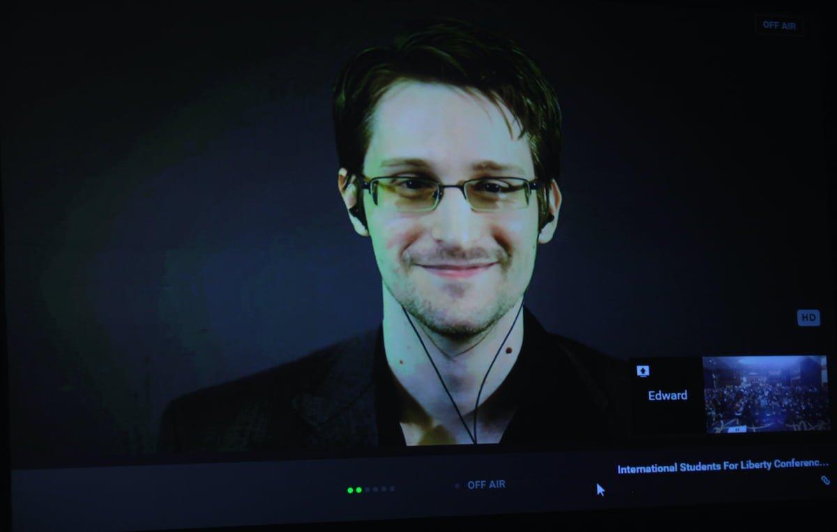 Edward Snowden Uyardı